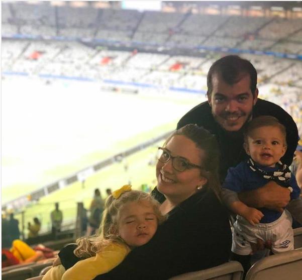 Vitor com a família no Mineirão na semifinal contra Argentina