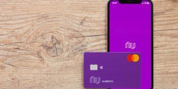 cartão e aplicativo do nubank