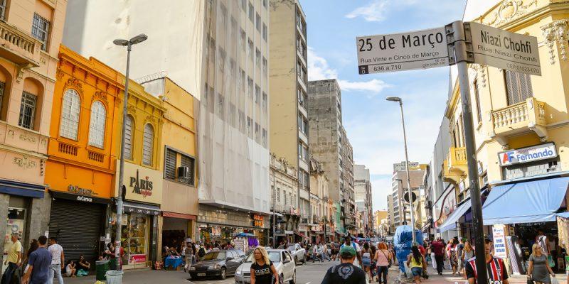 lojas na Rua 26 de março em São Paulo