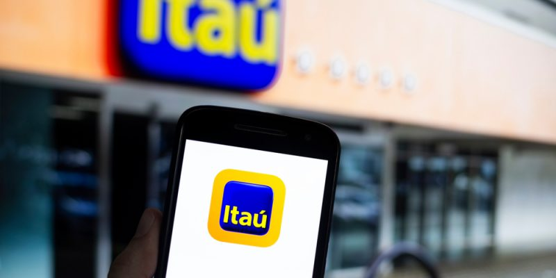aplicativo e agência do banco itaú