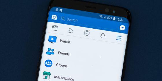 ícone do Facebook Watch na tela do smartphone