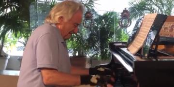 maestro brasileiro João Carlos Martins volta a tocar piano
