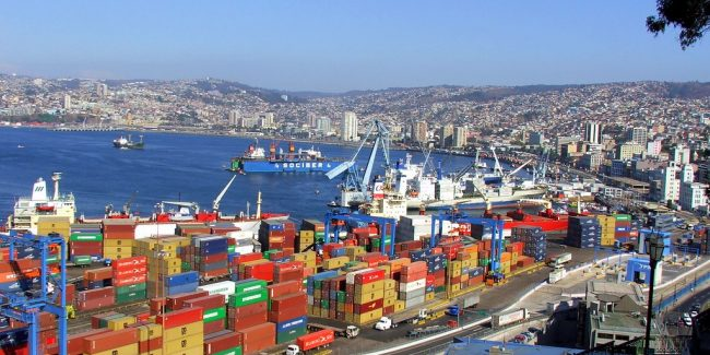 Contêineres no Porto de Valparaíso, no Chile