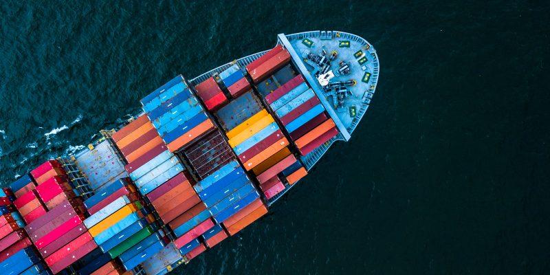 navio com conteineres