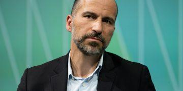 CEO da Uber, Dara Khosrowshahi, em uma conferência