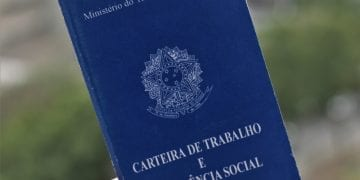 A Brazilian work card, a document that gathers all the labor information of Brazilian workers and which, in the coming years, will be digital.