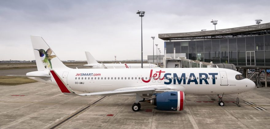 A A320neo airplane from JetSMART's fleet.