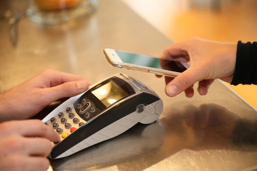 Card machine and smartphone