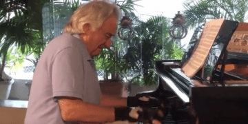 Brazilian conductor is playing the piano again thanks to bionic gloves