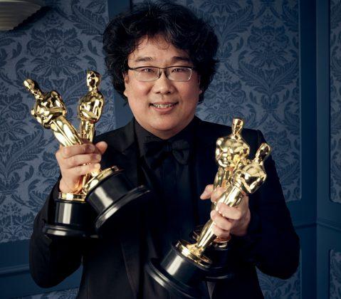 South Korean director Bong Joon Ho holding 4 Oscars