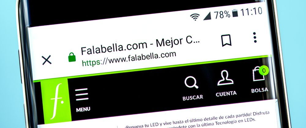 Falabella website homepage. Falabella logo visible on the phone screen.